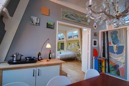 Loft westeinde den haag boek online bed and breakfast for Loft interieur den haag